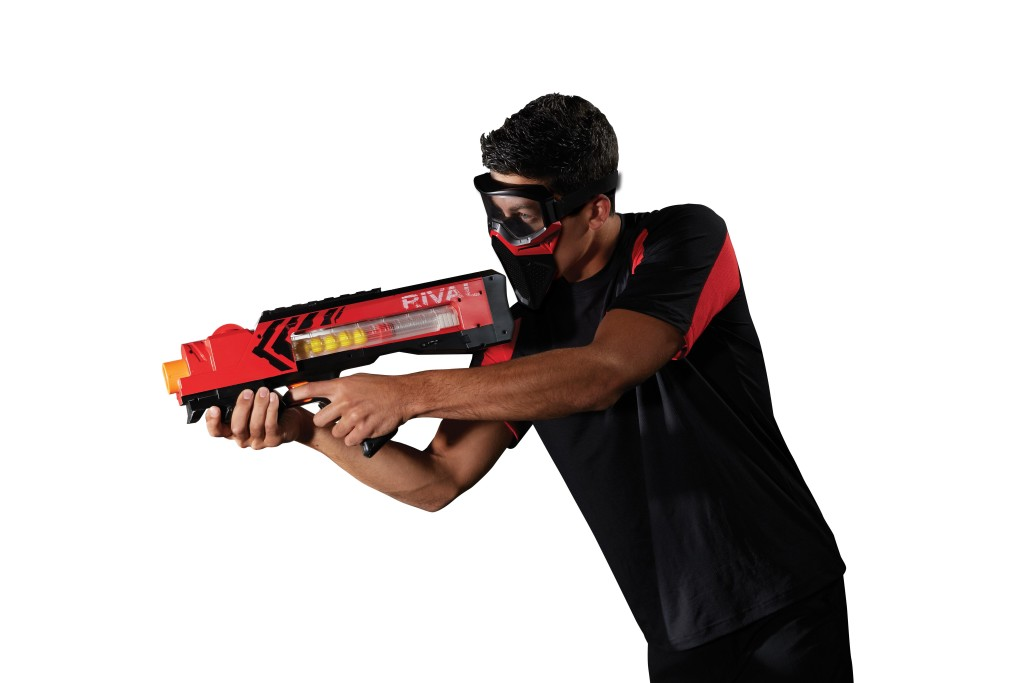 NERF RIVAL ZEUS MXV-1200 Blaster & Mask_lifestyle